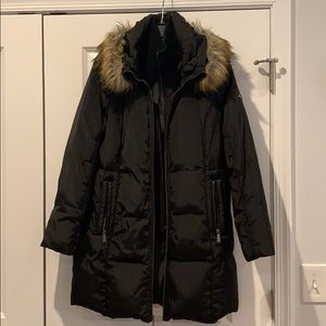 Michael Kohrs down filled black puffer coat!